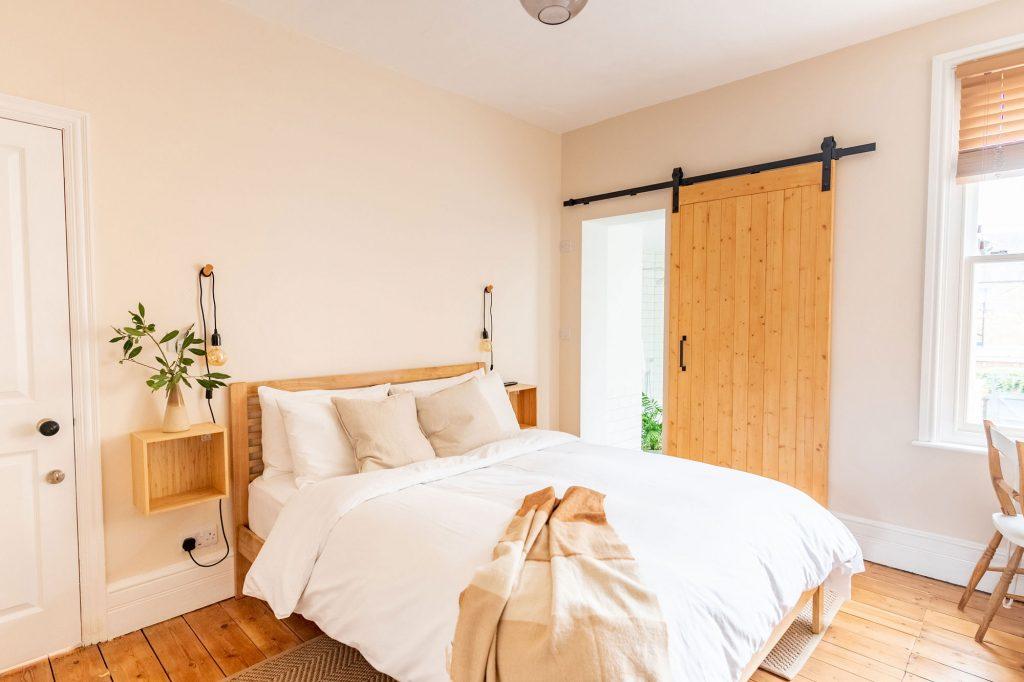 Teal Bedroom - Dog House Margate
